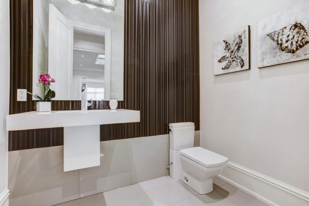 Basement Bathroom with Baseboard Trim - Basement Remodeling Nobleton